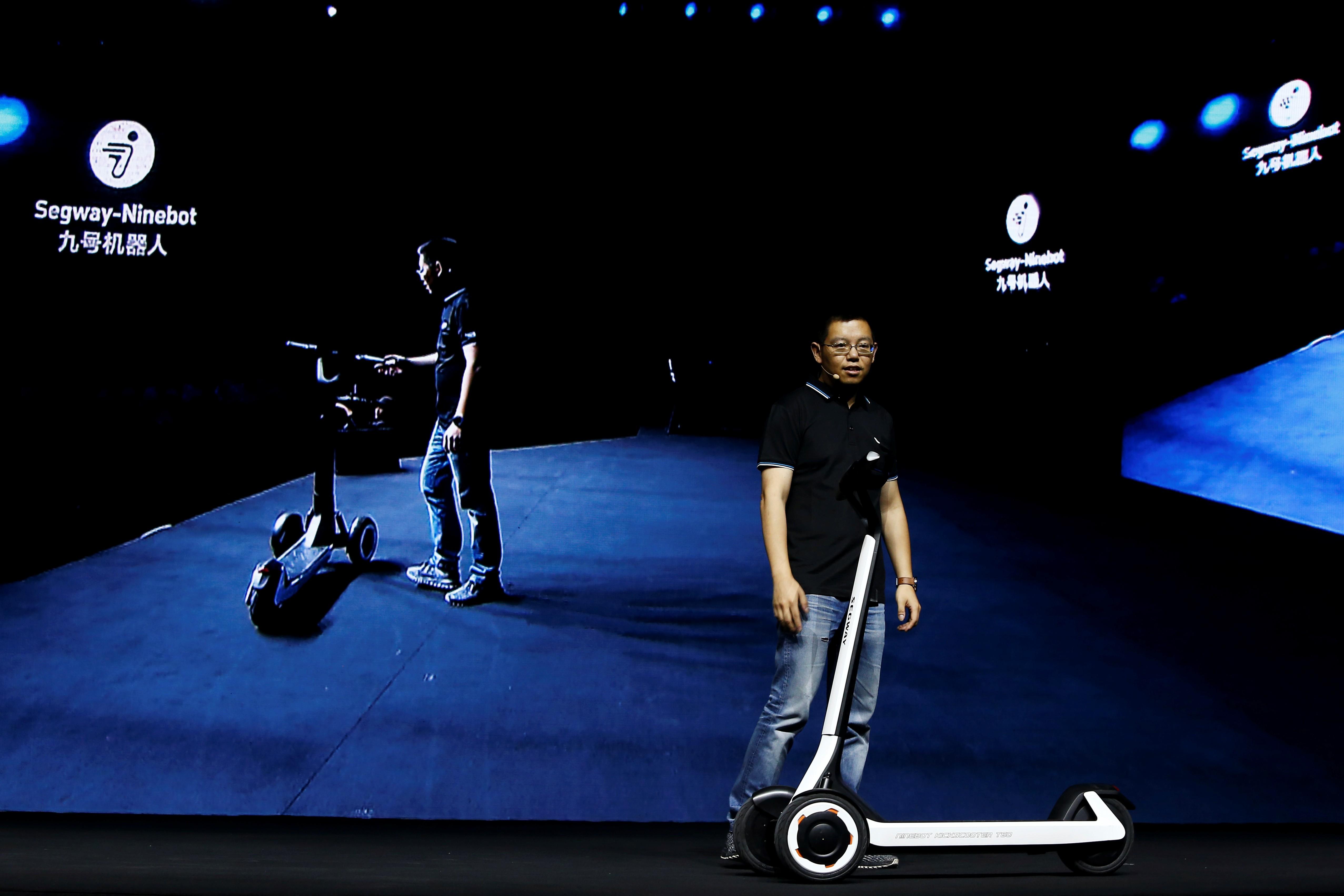 Chineses revelam patinete que pode voltar sozinho a estações