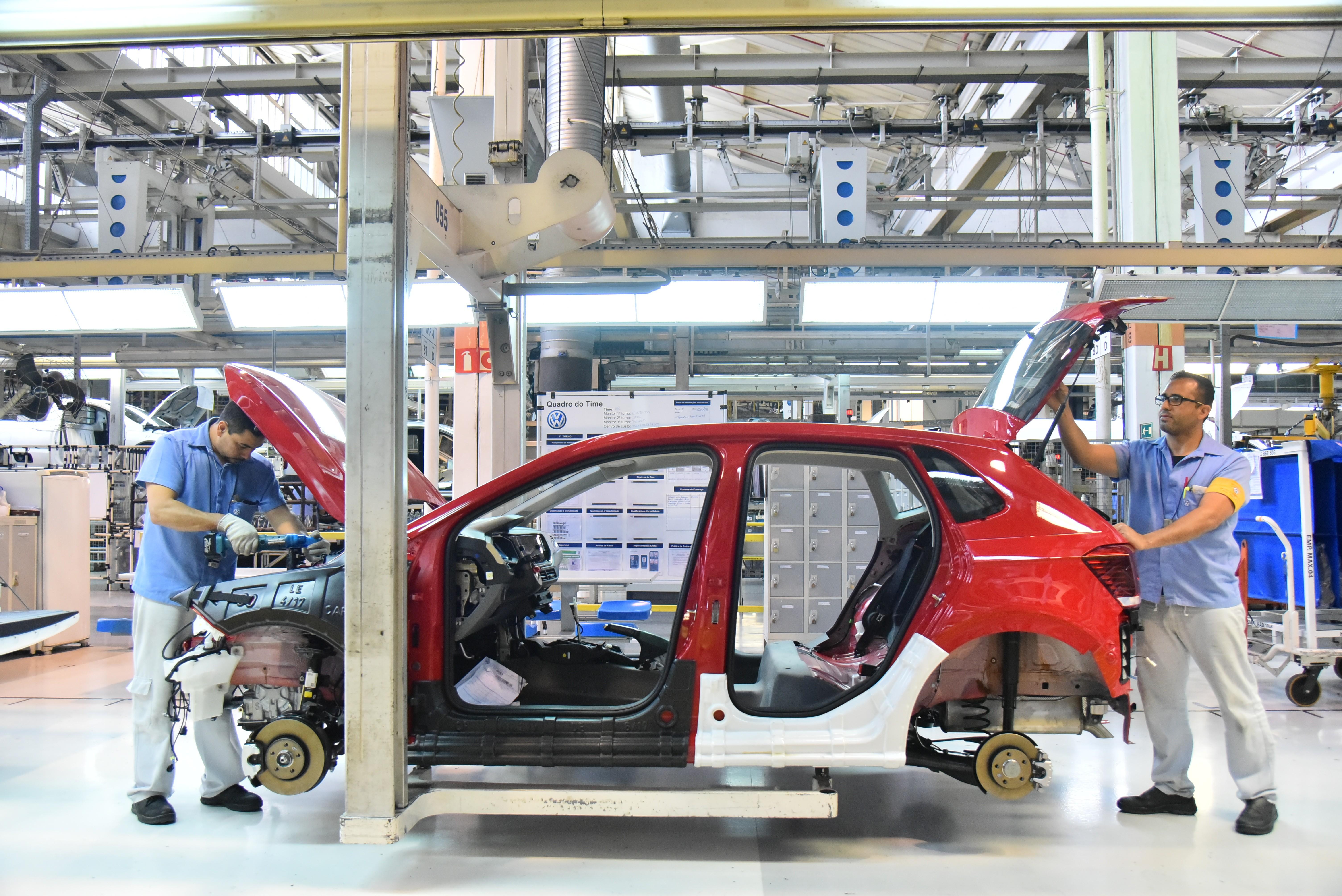 Fábricas de veículos paralisam produção e já veem reflexo nas exportações