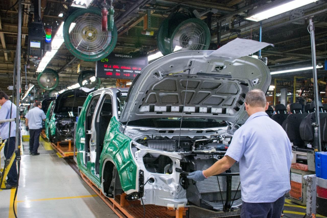 GM abre novo PDV em São José e oferece salário extra e carros por adesão de lesionado