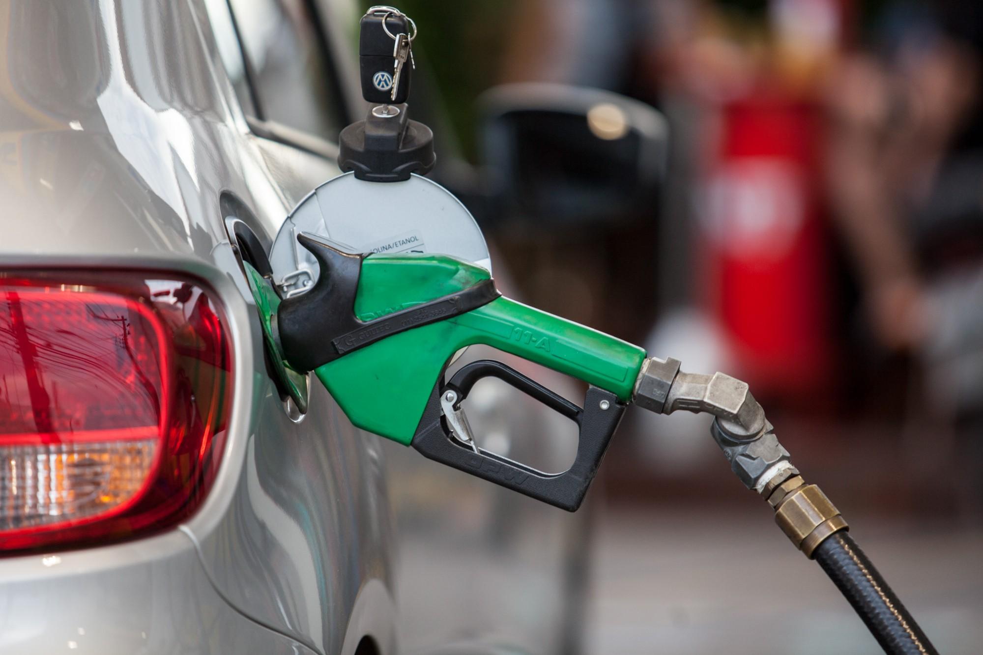Preços dos combustíveis recuam na semana, diz ANP